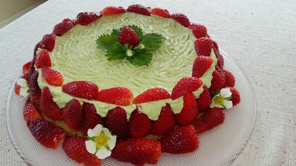 Matcha-jagodna torta z matcha kremo